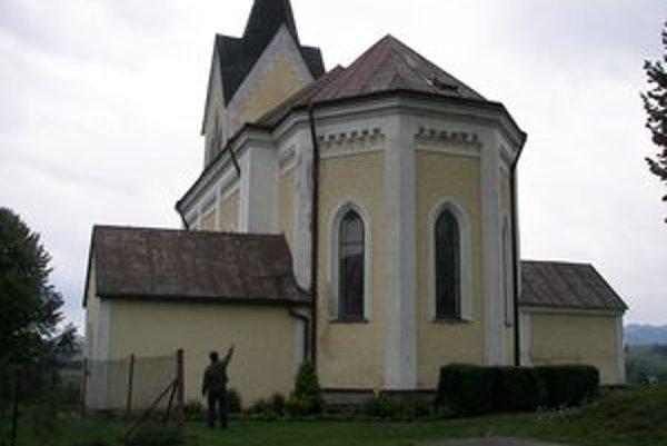Kostol v Kamenej Porube je v zlom stave. Na opravu treba peniaze.