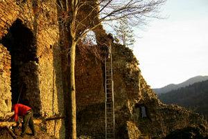 Hričovský hrad je v krásnom prostredí, aj preto učaroval dobrovoľníkom.