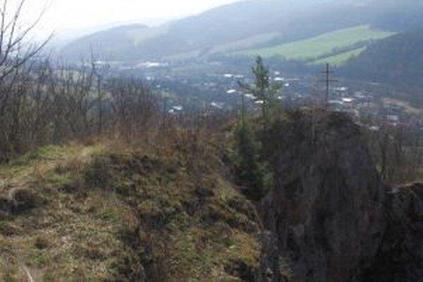 Jedna zo zaujímavých lokalít Púchovskej doliny s archeologickým náleziskom a pekným výhľadom.