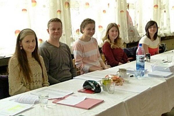 Aj zloženie členov mnohých komisií bolo mladšej generácie, ako napríklad v Ladcoch.