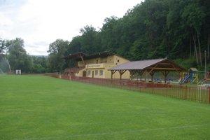 Hlavná tribúna v Lieskovci.