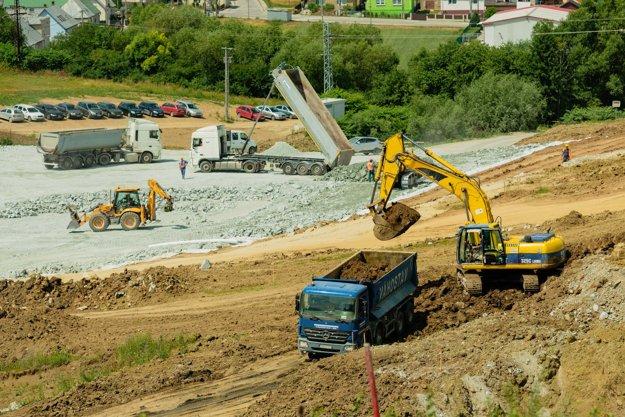 Aktuálny stav prác na diaľničnom úseku Lietavská Lúčka - Dubná Skala.