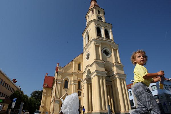 Časť programu bude v evanjelickom kostole, časť na námestí.