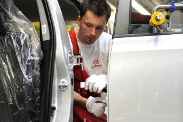 Od pondelka plánuje automobilový závod KIA prijať 1000 nových zamestnancov.