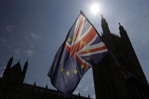 Spojené kráľovstvo by malo z Európskej únie vystúpiť budúci rok.