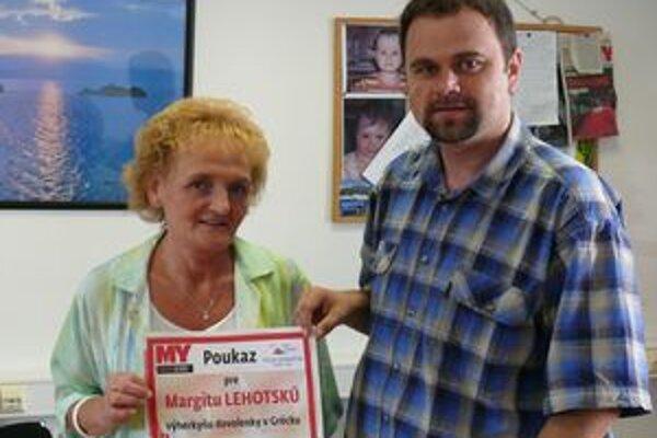 Výherkyni Margite Lehotskej odovzdal symbolický šek šéfredaktor MY Žilinských novín Michal Filek.