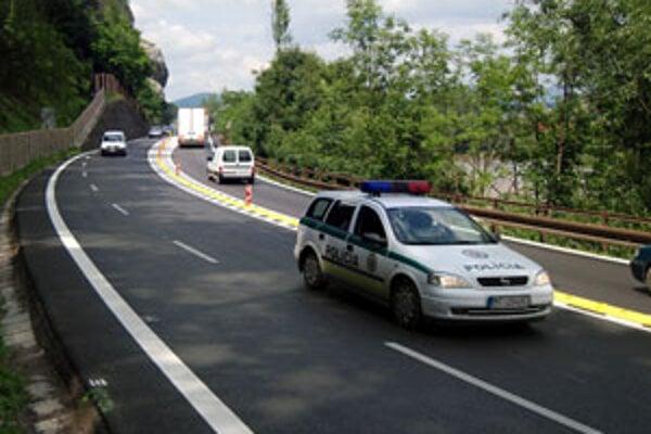 Dnes sa jazdí popod Strečno po rozšírenej ceste s troma pruhmi.