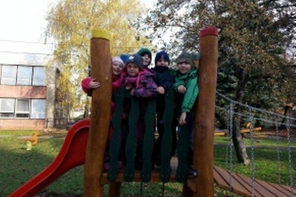 Nové ihrisko robí deťom veľkú radosť.