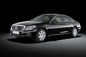Mercedes-Benz S600 nemeckého prezidenta má balistickú ochranu a špeciálne evidenčné číslo O-1.