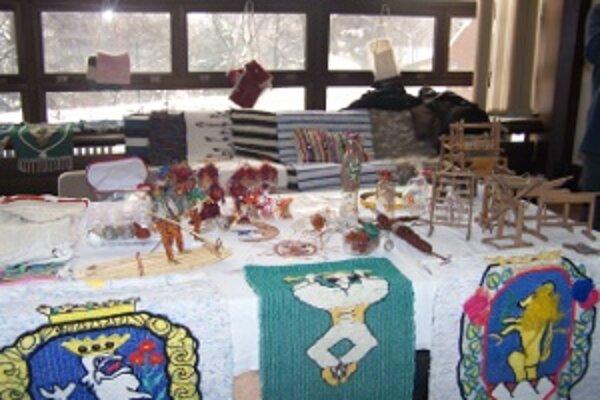 V Sobášnom paláci vystavia úžitkové textílie, ako napríklad kútne plachty, obradové plachty, tkané aj vyšívané uteráky, pôlky na nosenie dieťaťa, návlečky na vankúše a duchny či tkané obrusy.