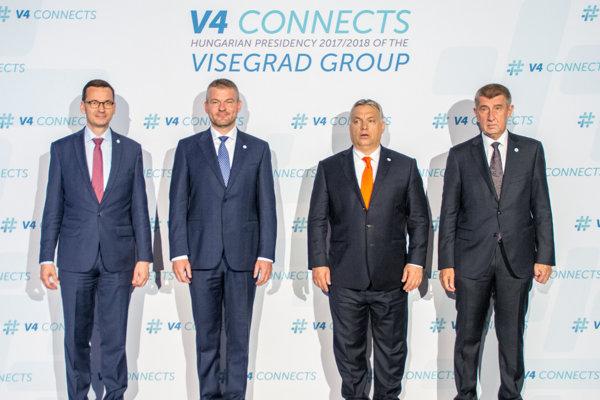 Zľava: Predseda poľskej vlády Mateusz Morawiecki, predseda vlády Slovenska Peter Pellegrini, maďarský premiér Viktor Orbán a dezignovaný predseda vlády ČR Andrej Babiš počas stretnutia na summite V4 v Budapešti.