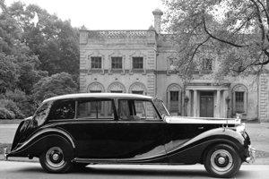 Španielska kráľovská rodina sa vozí na Rolls-Royce Phantom štvrtej generácie z päťdesiatych rokov. V rámci nedávneho zreštaurovania za vyše 360-tisíc eur dostal balistickú ochranu aj ďalšiu výbavu.