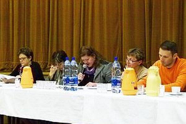 Poslanci predčasné splatenie úveru neodsúhlasili.