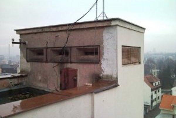 Strešná pozorovateľňa na streche divadla.