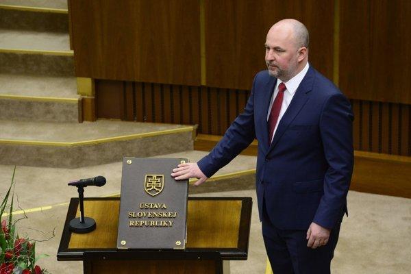 V Národnej rade viacerí poslanci chodia len na hlasovania o návrhoch zákonov a vlastné nepredkladajú.