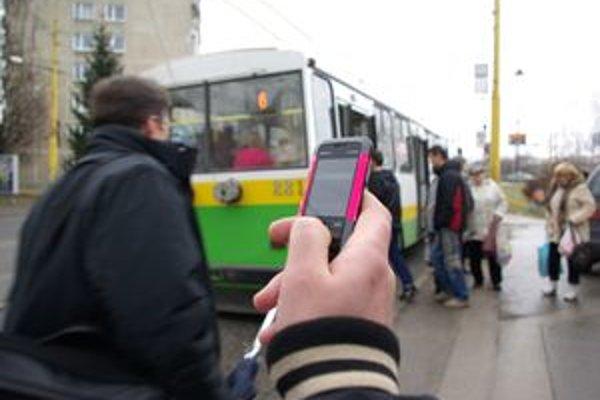 Prázdnu SMS treba odoslať na číslo 1155 a môžete cestovať. Asi tri minúty trvá, kým príde späť potvrdzujúca správa.