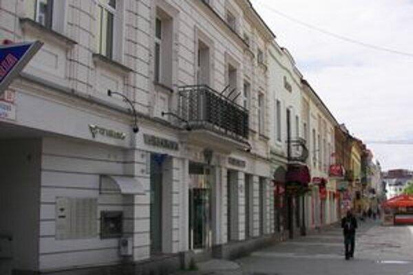 Žilinskú pobočku Volksbank chcel neznámy muž vylúpiť s igelitkou.