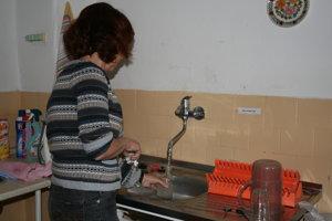 Hygienici odoberajú vzorky vody