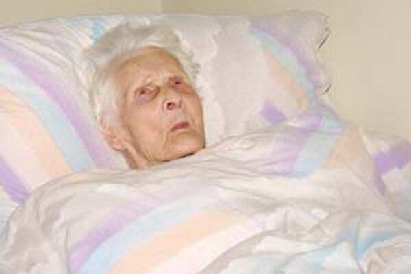 Pani Mária netrpí ani v súčasnosti vážnejšími ochoreniami, ale vzhľadom na vek jej celodennú starostlivosť zabezpečujú v žilinskom domove dôchodcov.