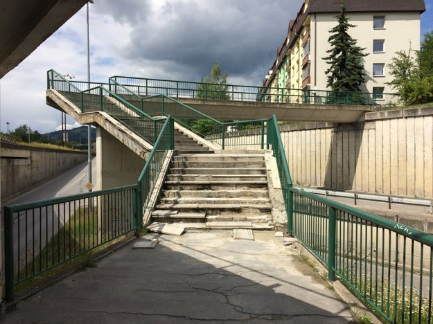 Mostná ulica - schody pred podchodom.