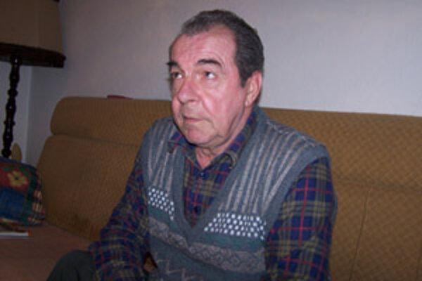 Predseda volebnej komisie Ján Rolček hovorí, že ho novozvolený poslanec fyzicky napadol, a preto naňho podal trestné oznámenie.