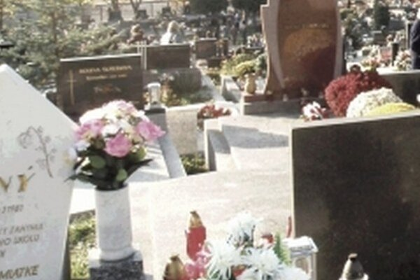 Hroby na starom cintoríne.