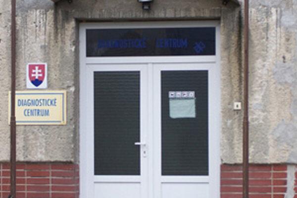 V Diagnostickom centre v Lietavskej Lúčke pravdepodobne strávi Vianoce niekoľko mladých dievčat. Medzi nimi aj 15-ročná bývalá narkomanka Lenka, ktorej bude veľmi chýbať mamina.