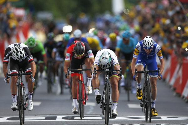 Cyklistov čakajú prvé virtuálne preteky.