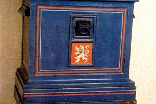 Poštová schránka už dlho patrí k základným zariadeniam a symbolom pošty. Takéto schránky sa používali na našom území po roku 1936.