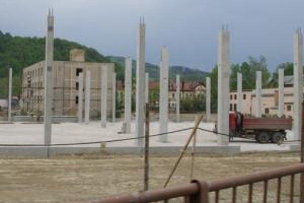 Zastaviť výstavbu fabriky vyzvala Slotove deti žilinská radnica už koncom februára.