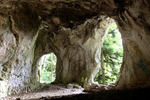 Jaskyňa Kaplnka naozaj pripomína sakrálnu stavbu.