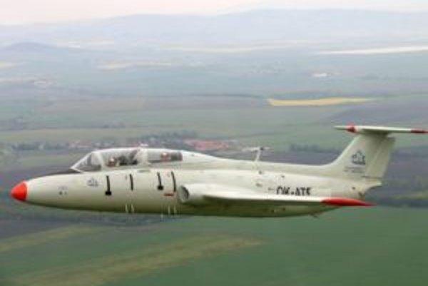 Vojenské prúdové cvičné lietadlo L-29 Delfin.