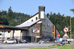 Bývalú colnicu vo Svrčinovci dostala v minulosti do správy Národná diaľničná spoločnosť.