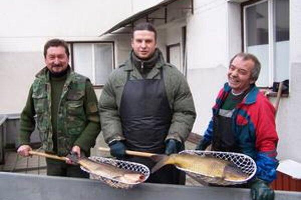 Aj takéto exempláre doviezli žilinskí rybári z Čiech