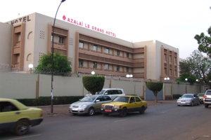 Hotel v Bamaku, v ktorom boli reportéri SME ubytovaní, chráni ostnatý drôt.