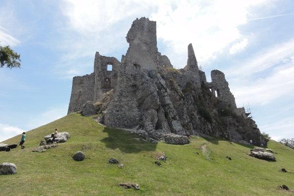 Stredoveký hrad Hrušov stále odhaľuje svoje tajomstvá.