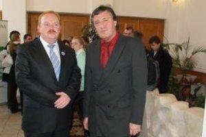 Primátor Ivan Harman (vľavo) a Miloslav Sokolovský sa dnes dohodli, že skládka sa nebude rozširovať.