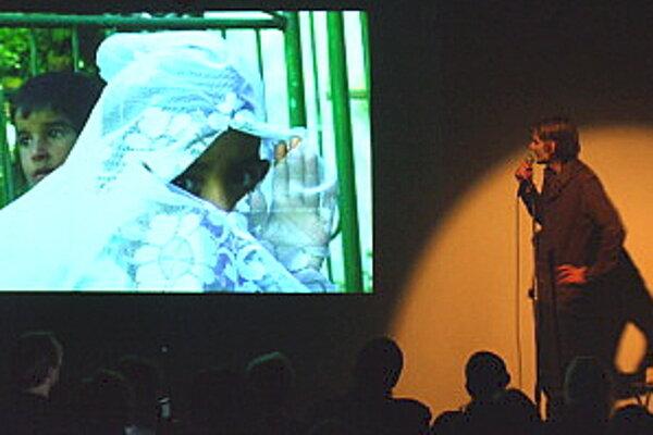 Adam Hanuljak svoje filmárske schopnosti vkladá najmä do spolupráce s ľuďmi iných profesií a umenia, zrealizoval niekoľko filmov pre občianske združenia.