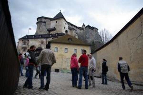 Turisti z neďalekého Poľska tvoria 40 percent návštevníkov Oravského hradu.