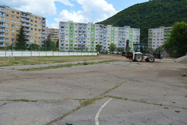 Ihrisko pri ZŠ Radvanská.