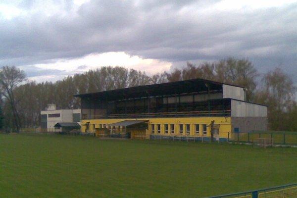 Stará tribúna na štadióne v Hurbanove.