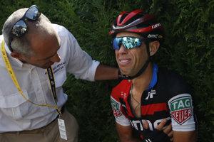 Smutný Richie Porte po páde v deviatej etape na Tour de France 2018.