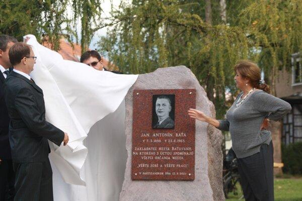 Pri príležitosti 75. výročia založenia mesta odhalili vPartizánskom pamätnú tabuľu venovanú jeho zakladateľovi Jánovi Antonínovi Baťovi.