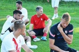 Michal Gašparík, tréner ŠKF Sereď (v červenom).