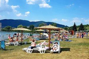 Divínska pláž pri priehrade Ružiná patrí medzi obľúbené rekreačné oblasti.
