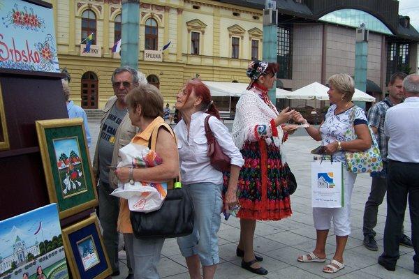 Malý festival Srbska na martinskom Divadelnom námestí.