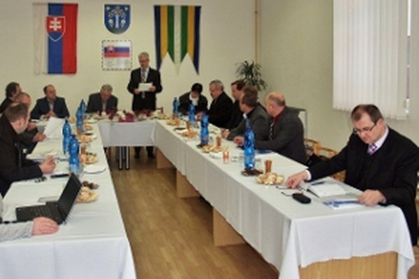 Hornoravskí starostovia na rokovaní ZMOHO v Brezovici.