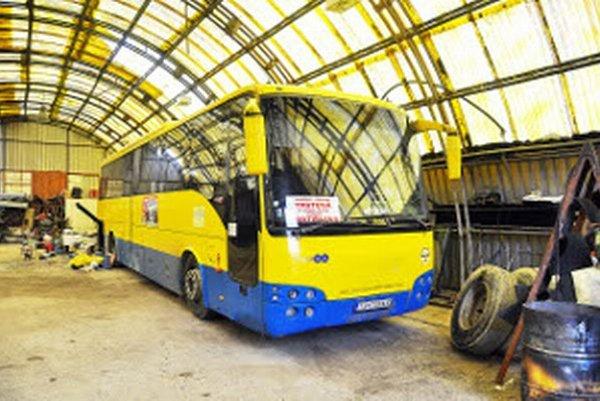 Aby mohli podnikať, kúpili si nový autobus. Dnes stojí vgaráži, hoci lízing ešte nesplatili.