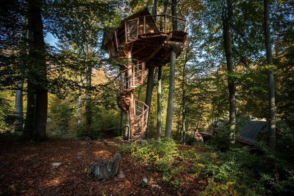 O nocovanie v domčeku na strome pri Kačíne majú ľudia veľký záujem.