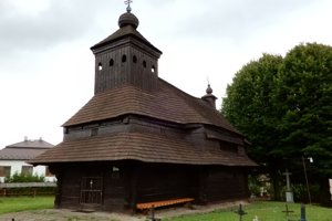 Dominantou obce Uličské Krivé v Sninskom okrese je 300 rokov starý gréckokatolícky drevený chrám sv. archanjela Michala.